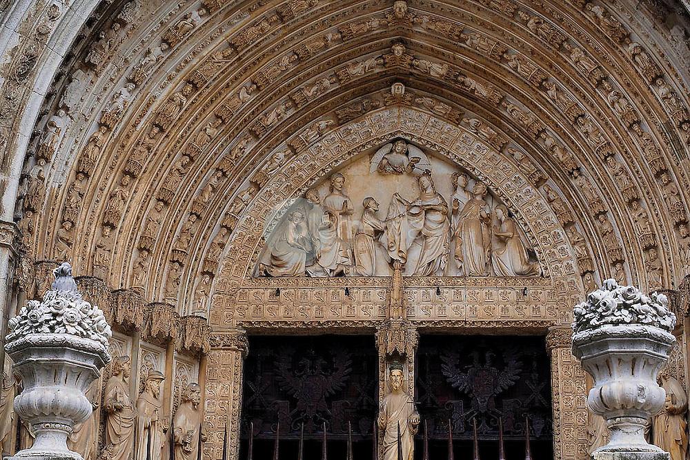 Detalle del portico de entrada de la catedral de Toledo. España ©Country Sessions Country Sessions / PILAR REVILLA
