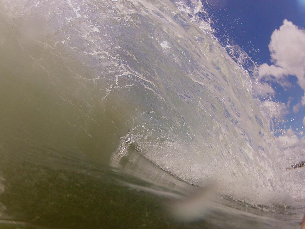 shorebreak wave