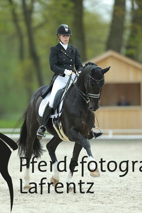 Peper, Svenja, Disneyworld<br /> Redefin - Pferdefestival 2015<br /> Grand Prix de Dressage<br /> © www.sportfotos-lafrentz.de/Stefan Lafrentz