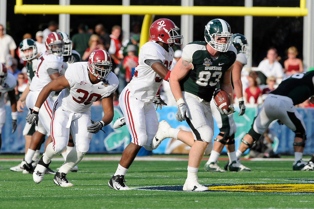 January 1, 2011: Charlie Gantt of the Michigan State Spartans runs upfield as C.J. Mosley and Dont'a Hightower of the Alabama Crimson Tide give chase during the NCAA football game between the Michigan State Spartans and the Alabama Crimson Tide at the 2011 Capital One Bowl in Orlando, Florida. Alabama defeated MSU 49-7.