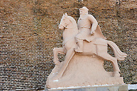 Chine, province de Hebei, la grande muraille de Chine entre Jinshanling et Simatai construite en 1570 sous la dynastie Ming, classée Patrimoine Mondial de l'UNESCO, statue de Gengis Khan // China, Hebei province, Great Wall of China, Jinshanling and Simatai section, Unesco World Heritage, Gengis Khan statue