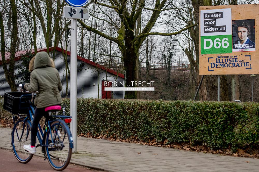 UTRECHT-  verkiezingsborden in Utrecht , d 66 groenlinks en  denk  ROBIN UTRECHT