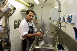 UK ENGLAND BERKSHIRE BRAY 28APR04 - An unidentified kitchen porter cleans pans and pots in the kitchen of The Fat Duck restaurant in the village of Bray, Berkshire. The Fat Duck recently won the second best award amongst the world's best restaurants and was awarded its third Michelin Star in January...jre/Photo by Jiri Rezac for Bild am Sonntag..© Jiri Rezac 2004..Contact: +44 (0) 7050 110 417.Mobile:  +44 (0) 7801 337 683.Office:  +44 (0) 20 8968 9635..Email:   jiri@jirirezac.com.Web:    www.jirirezac.com..© All images Jiri Rezac 2004 - All rights reserved.
