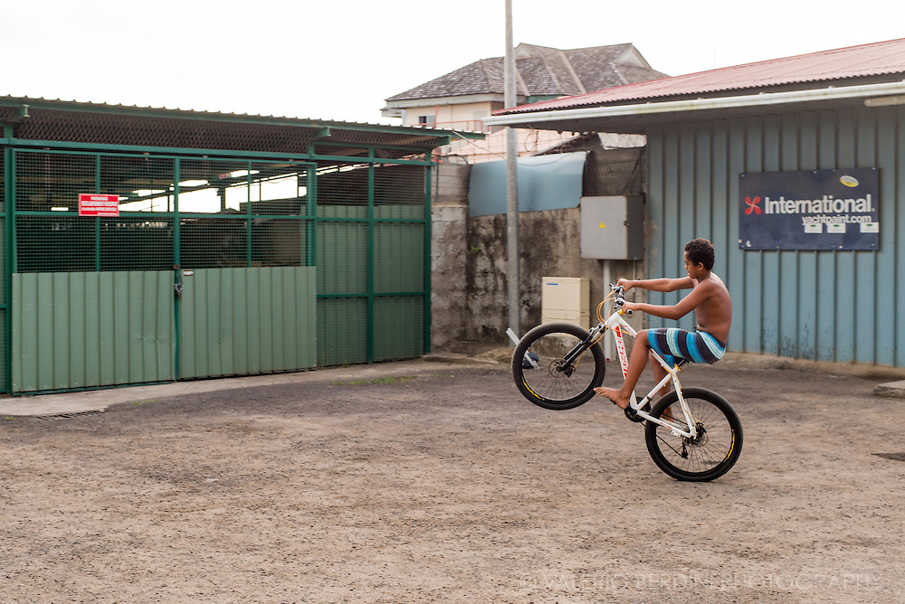 Wheelies are on of the favourite pastime of Polynesian children. In all islands kids are seen attempting to push their bikes on a single wheel for as long as possible.