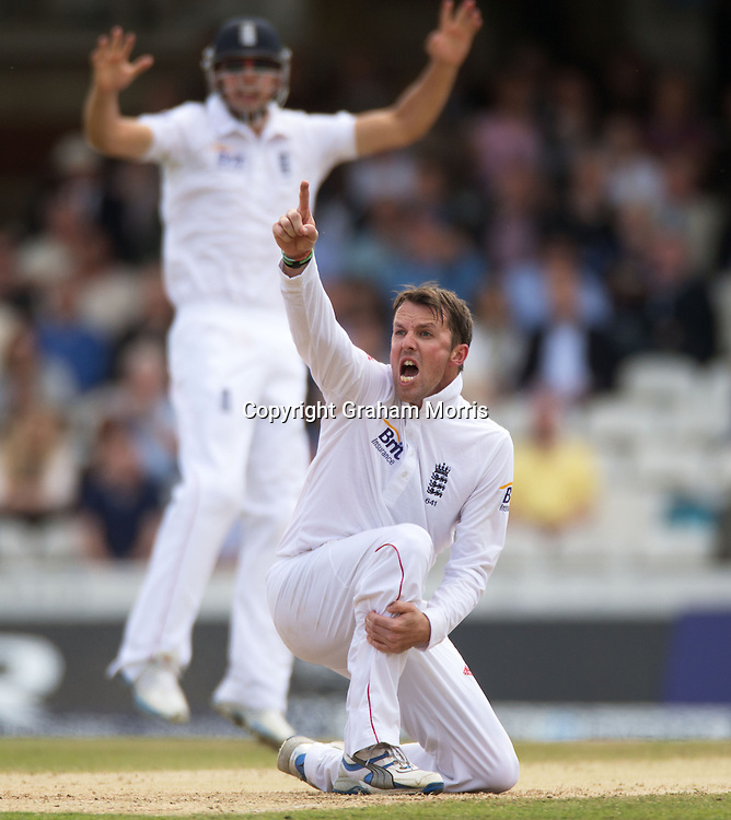 Graeme Swann appeals during the first Investec Test Match between England and South Africa at the Brit Oval, London. Photo: Graham Morris (Tel: +44(0)20 8969 4192 Email: sales@cricketpix.com) 21/07/12