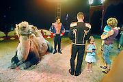Nederland, Huissen, 14-7-2007..Circus Werona. Kinderen kunnen een polaroid foto laten maken met de kameel.  In dit circus treden verder paarden, geiten en een hond op. De artiesten zijn voornamelijk oost-europeanen, vooral Polen...Foto: Flip Franssen/Hollandse Hoogte