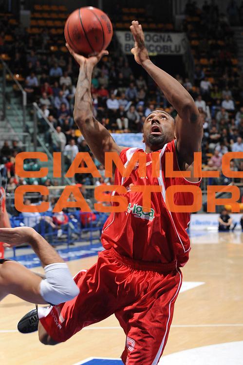 DESCRIZIONE : Bologna Lega Basket A2 2011-12 Conad Bologna Ass. Pall. S.Antimo<br /> GIOCATORE : Troy Bell<br /> CATEGORIA : tiro<br /> SQUADRA : Ass. Pall. S.Antimo<br /> EVENTO : Campionato Lega A2 2011-2012<br /> GARA : Conad Bologna Ass. Pall. S.Antimo<br /> DATA : 18/03/2012<br /> SPORT : Pallacanestro<br /> AUTORE : Agenzia Ciamillo-Castoria/M.Marchi<br /> Galleria : Lega Basket A2 2011-2012 <br /> Fotonotizia : Bologna Lega Basket A2 2011-12 Conad Bologna Ass. Pall. S.Antimo<br /> Predefinita :