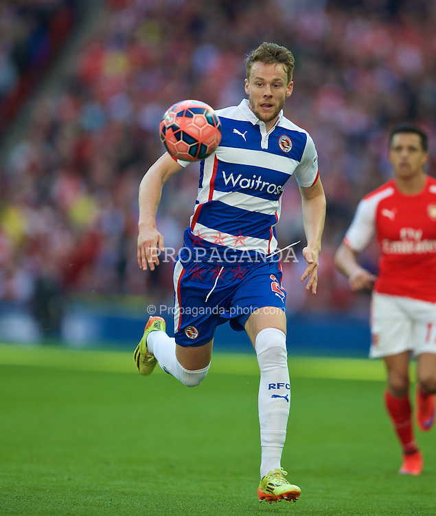 LONDON, ENGLAND - Saturday, April 18, 2015: Reading's Chris Gunter in action against Arsenal during the FA Cup Semi-Final match at Wembley Stadium. (Pic by David Rawcliffe/Propaganda)