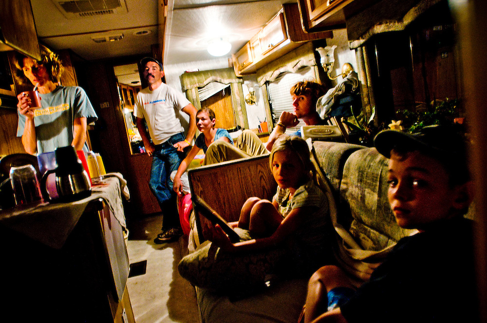 David and Jennifer Clements, with their kids Carolyn, Chloe, Yani and Ennie and two dogs, live in a motorhome in Santa Barbara after being hit by the economic crisis...Photographer: Chris Maluszynski /MOMENT