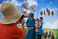 Mongolie, province de Arkhangai, Tsetserleg, fete du Naadam, seance de pose photographique // Mongolia, Arkhangai province, Naadam festival, photography