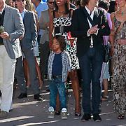 NLD/Rijswijk/20110601 - Uitreiking Talkies Terras Award 2011, Jasmine Sendar met zoontje Sol