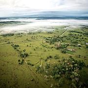 En montgolfi&egrave;re au dessus de l'Acre.<br /> Cassiano Marquez, ancien secr&eacute;taire du tourisme lance les premiers vols en montgolfi&egrave;re au dessus de l'Amazonie  Geoglyphes.