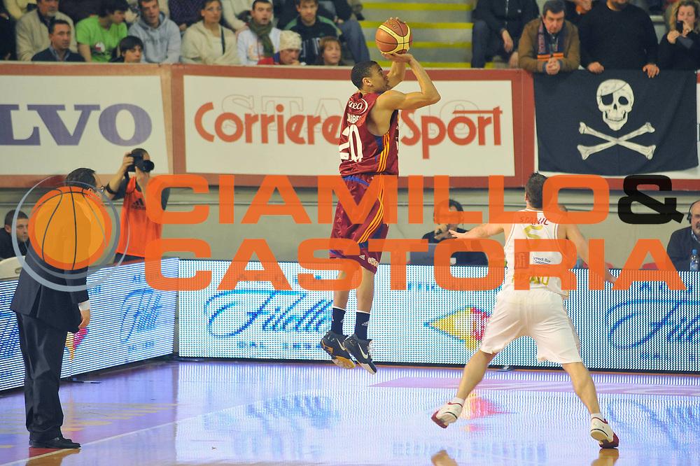 DESCRIZIONE : Roma Lega A 2008-09 Lottomatica Virtus Roma Scavolini Spar Pesaro<br /> GIOCATORE : Ibrahim Jaaber<br /> SQUADRA : Lottomatica Virtus Roma<br /> EVENTO : Campionato Lega A 2008-2009<br /> GARA : Lottomatica Virtus Roma Scavolini Spar Pesaro<br /> DATA : 15/03/2009<br /> CATEGORIA : Three Points<br /> SPORT : Pallacanestro<br /> AUTORE : Agenzia Ciamillo-Castoria/G.Vannicelli
