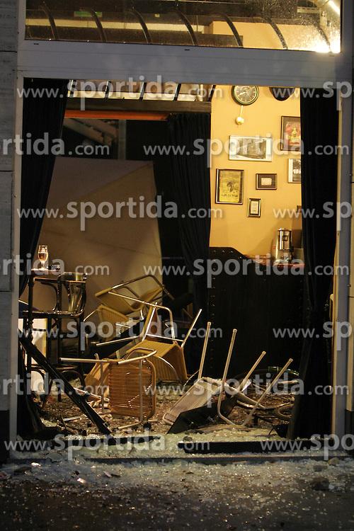 Razdejanje mariborskih Vijol in ljubljanskih Green Dragonsov pred revijalno tekmo med NK Bezigrad (nekdanja Olimpija) in NK Maribor. Srecanje se je po zadetkih Klitona Bozga (61.) in Mateja Eterovica (33.) koncalo brez zmagovalca,  on September 2, 2005, za Bezigradom,  Ljubljana, Slovenia. Ze pred tekmo so se spopadli navijaci obeh ekip in v lokalu Wagons pub v Zupancicevi jami povzrocili pravo razdejanje. Ena od skupin se je s prizorisca umaknila, razgrajaci pa so razbili precej stvari v lokalu in poskodovali nekaj bliznjih avtomobilov, nato pa se razbezali. Lastniku lokala so povzrocili precej gmotne skode. Policija je dva pripadnika vijol prijela. (Photo by Vid Ponikvar / Sportida)