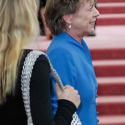 NLD/Amsterdam/201200704 - Inloop Koninging Beatrix bij afscheid Hans van Manen, Connie Palmen en stiefkleindochter Stanja