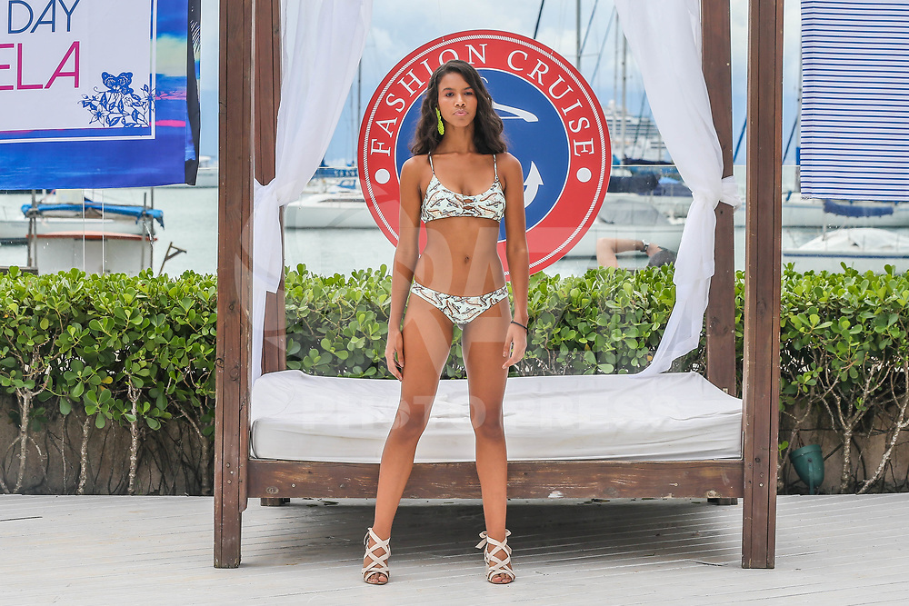 ILHA BELA, SP, 05.02.2018 - FASHION-CRUISE - Modelo durante desfile da grife Agua Doce no Sea Club no Fashion Cruise nesta segunda-feira, 05. (Foto: Vanessa Carvalho/Brazil Photo Press)