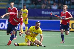 08 ENG vs INDIA (2-1) : SINGH Sardar (C) blocked by CATLIN Nick