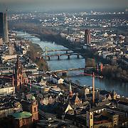 Sky line FRANKFURT AM MAIN, GERMANY.<br /> Situata sul fiume Meno, Francoforte è il centro finanziario della Germania e uno dei principali in Europa. Qui vi ha sede la Banca centrale europea, la Banca Federale Tedesca e la Borsa di Francoforte (terza al mondo per volume di scambi azionari).