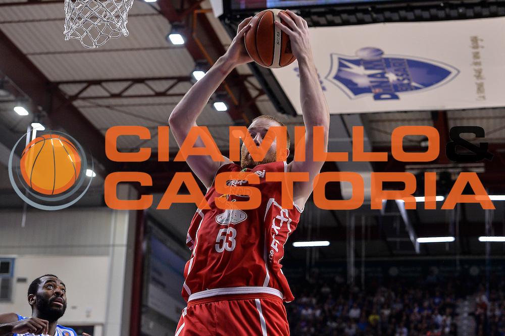 DESCRIZIONE : Sassari LegaBasket Serie A 2015-2016 Dinamo Banco di Sardegna Sassari - Giorgio Tesi Group Pistoia<br /> GIOCATORE : Alex Kirk<br /> CATEGORIA : Rimbalzo<br /> SQUADRA : Giorgio Tesi Group Pistoia<br /> EVENTO : LegaBasket Serie A 2015-2016<br /> GARA : Dinamo Banco di Sardegna Sassari - Giorgio Tesi Group Pistoia<br /> DATA : 27/12/2015<br /> SPORT : Pallacanestro<br /> AUTORE : Agenzia Ciamillo-Castoria/L.Canu