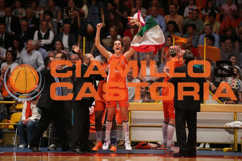 DESCRIZIONE : Schio LBF Playoff Finale Gara 3 Famila Wuber Schio Gesam Gas Lucca<br /> GIOCATORE : Raffaella Masciadri<br /> CATEGORIA : esultanza<br /> SQUADRA :  Famila Wuber Schio<br /> EVENTO : Campionato Lega A1 Femminile 2012-2013 <br /> GARA : Famila Wuber Schio Gesam Gas Lucca<br /> DATA : 04/05/2013<br /> SPORT : Pallacanestro <br /> AUTORE : Agenzia Ciamillo-Castoria/ElioCastoria<br /> Galleria : Lega Basket Femminile 2012-2013 <br /> Fotonotizia : Schio LBF Playoff Finale Gara 3 Famila Wuber Schio Gesam Gas Lucca<br /> Predefinita :