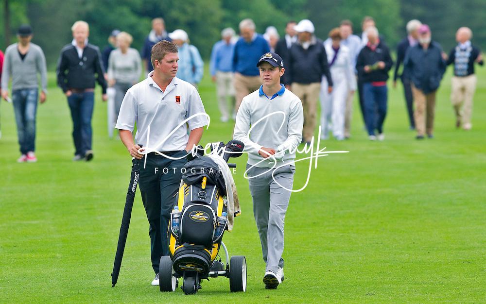 OOSTERHOUT - Nationaal Open 2010 heren op de Oosterhoutse Golf.  Winnaar werd Daan Huizing (rechts), 3e Robin Kind (links). COPYRIGHT KOEN SUYK