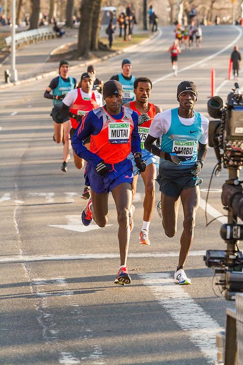 lead pack of elite men in Central Park, Sambu, Mutai