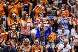 26-08-2017 NED: World Qualifications Bulgaria - Netherlands, Rotterdam<br /> De Nederlandse volleybalsters hebben in Rotterdam het kwalificatietoernooi voor het WK van volgend jaar in Japan ongeslagen afgesloten. Oranje was in z'n laatste wedstrijd met 3-0 te sterk voor Bulgarije: 25-21, 25-17, 25-23. / Support publiek nederland