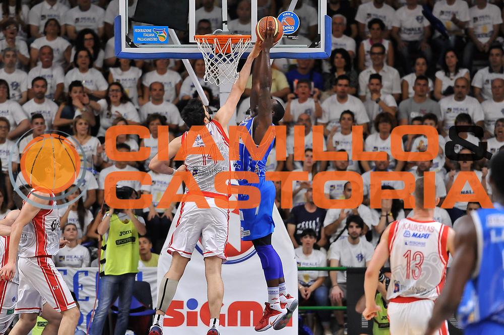 DESCRIZIONE : Campionato 2014/15 Serie A Beko Dinamo Banco di Sardegna Sassari - Grissin Bon Reggio Emilia Finale Playoff Gara6<br /> GIOCATORE : Rakim Sanders<br /> CATEGORIA : Schiacciata Controcampo<br /> SQUADRA : Dinamo Banco di Sardegna Sassari<br /> EVENTO : LegaBasket Serie A Beko 2014/2015<br /> GARA : Dinamo Banco di Sardegna Sassari - Grissin Bon Reggio Emilia Finale Playoff Gara6<br /> DATA : 24/06/2015<br /> SPORT : Pallacanestro <br /> AUTORE : Agenzia Ciamillo-Castoria/L.Canu