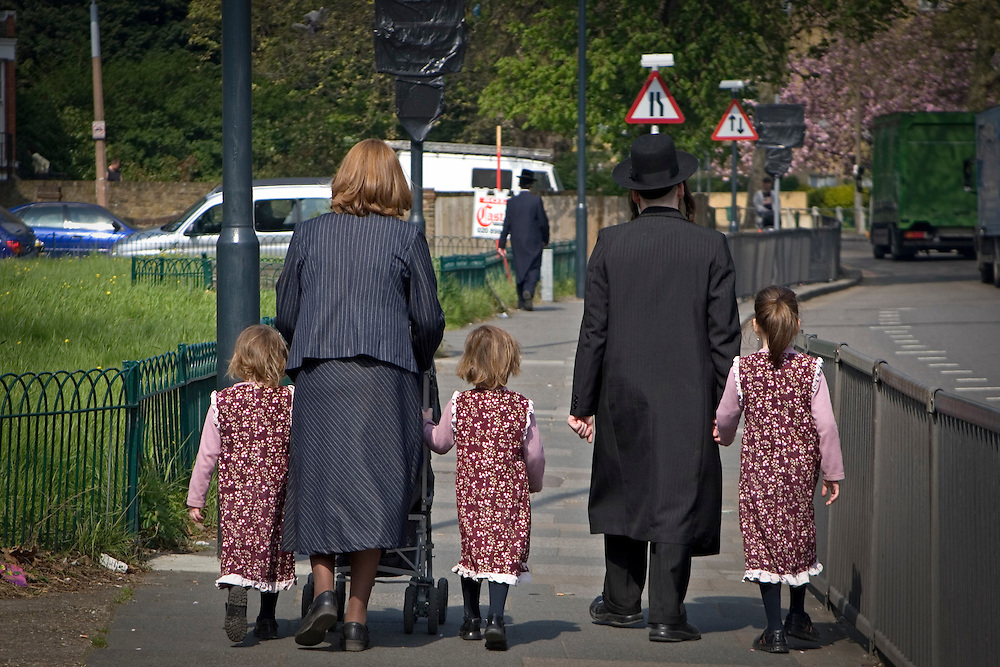 An orthodox Jewish family walk on the pavement of a busy road in Stamford Hill, London, England, United Kingdom.  Stamford Hill area is home to one of the largest populations of Orthodox Jewish people.   (photo by Andrew Aitchison / In pictures via Getty Images)