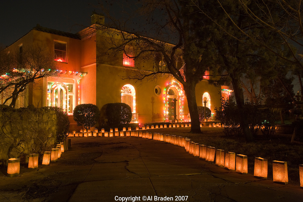 Luminarias for Christmas Eve on Pennsylvania Circle, El ...