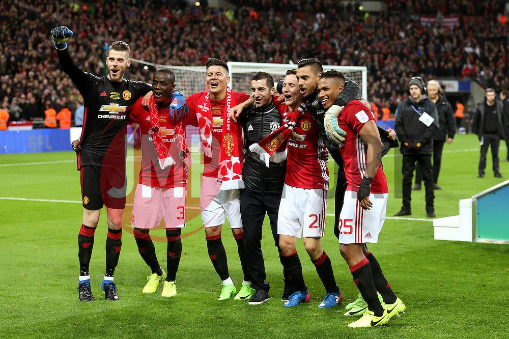 Manchester United players celebrate lifting the EFL Trophy - Mandatory by-line: Matt McNulty/JMP - 26/02/2017 - FOOTBALL - Wembley Stadium - London, England - Manchester United v Southampton - EFL Cup Final