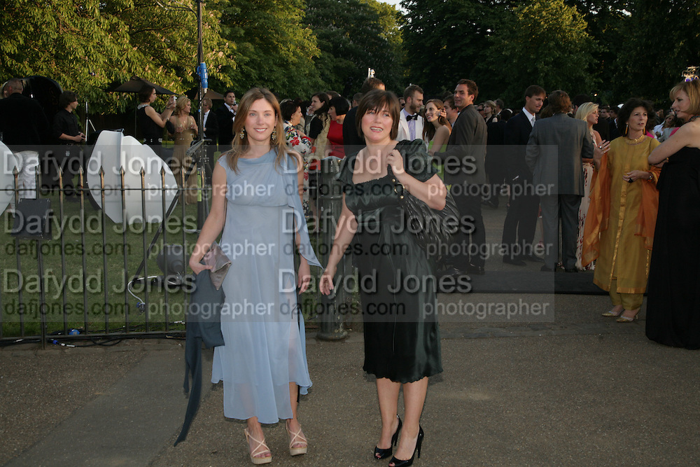 JANE AND LOUISE WILSON, The Summer Party in association with Swarovski. Co-Chairs: Zaha Hadid and Dennis Hopper, Serpentine Gallery. London. 11 July 2007. <br /> -DO NOT ARCHIVE-© Copyright Photograph by Dafydd Jones. 248 Clapham Rd. London SW9 0PZ. Tel 0207 820 0771. www.dafjones.com.