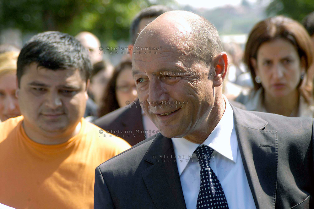 Rome July 31 2008.Romanian President Traian Basescu during a visit to the camp inhabited by Roma Romanian of Candoni street  on the outskirts of Rome.