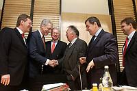 12 DEC 2003, BERLIN/GERMANY:<br /> Christian Wulff, CDU, Ministerpraesident Niedersachsen, Henning Scherf, SPD, 1. Buergermeister Bremen, Roland Koch, CDU, Ministerpraesident Hessen, Wolfgang Boehmer, CDU, Ministerpraesident Sachsen-Anhalt, Peter Mueller, CDU, Ministerpraesident Saarland, und Dieter Althaus, CDU, Ministerpraesident Thueringen, (v.L.n.R.), im Gespraech, vor Beginn der Sitzung des Vermittlungsausschusses, Bundesrat<br /> IMAGE: 20031212-01-038<br /> KEYWORDS: Gespräch, Peter Müller, Wolfgang Böhmer