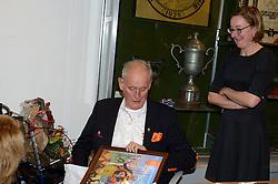 12-12-2015 NED: Bondsvergadering Nevobo, Nieuwegein<br /> Hans Nieukerke is vandaag benoemd tot erevoorzitter van de Nevobo. De 73-jarige Nieukerke ontving in het Huis van de Sport deze eer bij het afscheid van zijn twaalfjarig voorziterschap en kreeg de unieke gouden bondsspeld met drie briljanten opgespeld /