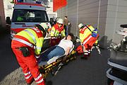 Mannheim. 12.06.17 | Freiwillige Feuerwehr übt <br /> Neckarau. Freiwillige Feuerwehr übt Rettungseinsatz in verwinkelten Gebäuden. Dazu hat das Lager Prime Selfstorage das Gebäude zur Verfügung gestellt. Übung der Freiwilligen Feierwehr <br /> <br /> <br /> BILD- ID 1069 |<br /> Bild: Markus Prosswitz 12JUN17 / masterpress (Bild ist honorarpflichtig - No Model Release!)