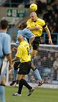 Fotball<br /> England 2004/2005<br /> 18.12.2004<br /> Foto: SBI/Digitalsport<br /> NORWAY ONLY<br /> <br /> Coventry City v Watford <br /> Coca Cola Championship. 18/12/2004.<br /> <br /> Watfords Sean Dyche outjumps Coventrys Dele Adebola