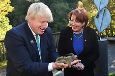 Wellington-UK Foreign Minister Boris Johnson unveils Pukeahu War Memorial