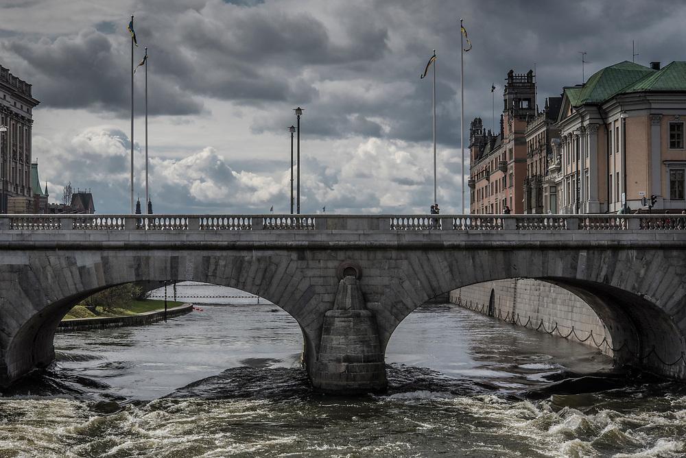 Norrbro över Norrström från Norrmalm över Helgeandsholmen till Gamla stan i Stockholm