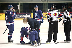 18.04.2016, Dom Sportova, Zagreb, CRO, IIHF WM, England vs Estland, Division I, Gruppe B, im Bild WEAVER Jonathan, PHILLIPS David, RICHARDSON Mark. // during the 2016 IIHF Ice Hockey World Championship, Division I, Group B, match between England and Estonia at the Dom Sportova in Zagreb, Croatia on 2016/04/18. EXPA Pictures © 2016, PhotoCredit: EXPA/ Pixsell/ Sanjin Strukic<br /> <br /> *****ATTENTION - for AUT, SLO, SUI, SWE, ITA, FRA only*****