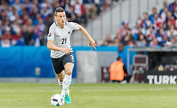 19.06.2016, Stade Pierre Mauroy, Lille, FRA, UEFA Euro, Frankreich, Schweiz vs Frankreich, Gruppe A, im Bild Laurent Koscielny (FRA) // Laurent Koscielny (FRA) during Group A match between Switzerland and France of the UEFA EURO 2016 France at the Stade Pierre Mauroy in Lille, France on 2016/06/19. EXPA Pictures © 2016, PhotoCredit: EXPA/ JFK