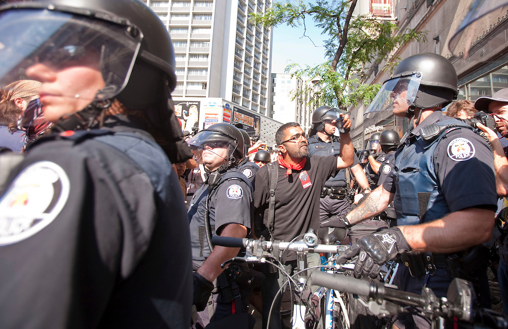 Police in riot gear clash with G8/G20 protestors the streets of Toronto, Canada, June 25, 2010 as the G8 leaders gather in Huntsville, Ontario. The G20 moves to Toronto on Saturday.<br /> AFP/GEOFF ROBINS/STR