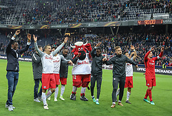 12.04.2018, Red Bull Arena, Salzburg, AUT, UEFA EL, FC Salzburg vs SS Lazio Roma, Viertelfinale, Rueckspiel, im Bild der Jubel einiger Salzburger Spieler, angeführt von Stefan Lainer (FC Salzburg) un Kapitän Alexander Walke (FC Salzburg), nach Spielende // during the UEFA Europa League Quaterfinal, 2nd Leg Match between FC Salzburg and SS Lazio Roma at the Red Bull Arena in Salzburg, Austria on 2018/04/12. EXPA Pictures © 2018, PhotoCredit: EXPA/ Martin Huber
