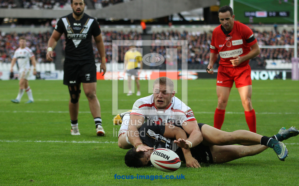 Thomas Burgess (C) of England  dives for the try line  against New Zealand during the Autumn International Series match at Queen Elizabeth Olympic Park, London<br /> Picture by Stephen Gaunt/Focus Images Ltd +447904 833202<br /> 07/11/2015