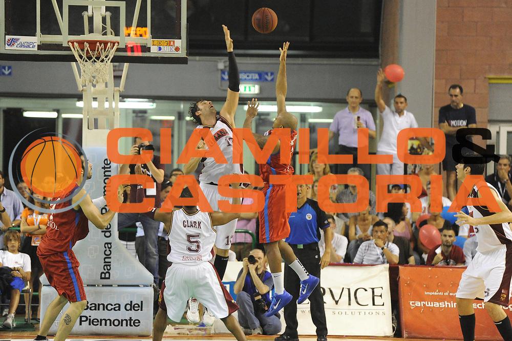 DESCRIZIONE : Casale Monferrato Lega Basket A2 2010-11 Playoff Finale Gara 5 Fastweb Casale Monferrato Umana Reyer Venezia<br /> GIOCATORE : Richard Hickman<br /> CATEGORIA : Tiro Controcampo<br /> SQUADRA : Fastweb Casale Monferrato Umana Reyer Venezia<br /> EVENTO : Campionato Lega A2 2010-2011<br /> GARA : Fastweb Casale Monferrato Umana Reyer Venezia<br /> DATA : 23/06/2011<br /> SPORT : Pallacanestro <br /> AUTORE : Agenzia Ciamillo-Castoria/GiulioCiamillo<br /> Galleria : Lega Basket A2 2010-2011 <br /> Fotonotizia : Casale Monferrato Lega Basket A2 2010-11 Playoff Finale Gara 5 Fastweb Casale Monferrato Umana Reyer Venezia<br /> Predefinita :