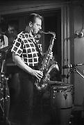 Nederland, Nijmegen, 15-9-1984Saxofonist Hans Dulfer tijdens een live optreden in cafe de Kantine.Foto: Flip Franssen/Hollandse Hoogte
