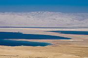 Blick auf das Tote Meer von Massada, Israel.|.view on Dead Sea from Massada, Israel.