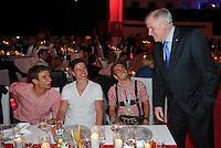 FUSSBALL   1. BUNDESLIGA   SAISON 2013/2014  34. SPIELTAG Deutscher Meister 14/15 FC Bayern Muenchen        10.05.2014 FC Bayern Bankett im Postpalast; Bayerischer Ministerpraesident Horst Seehofer (re) mit Thomas Mueller (li) und Philipp Lahm (2.v.re)