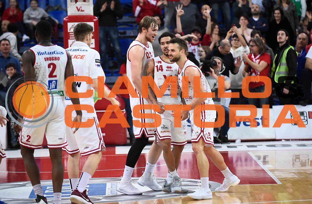 \esultanza Moore Dallas<br /> Victoria Libertas Pesaro - Betaland Capo d'Orlando<br /> Lega Basket Serie A 2017/2018<br /> Reggio Emilia, 11/03/2018<br /> Foto A.Giberti / Ciamillo - Castoria