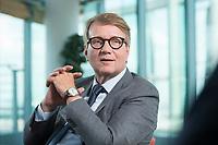 12 MAY 2016, BERLIN/GERMANY:<br /> Ronald Pofalla, Mitglied des Vorstandes der Deutschen Bahn AG und Bundesminister a.D., waehrend einem Interview, Bahn Tower<br /> IMAGE: 20160512-01-002